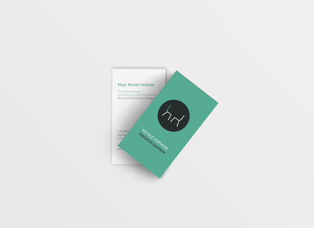 nicole_hofmair_person_im_zentrum_patricia_jauk_graphic_design_visitenkarten