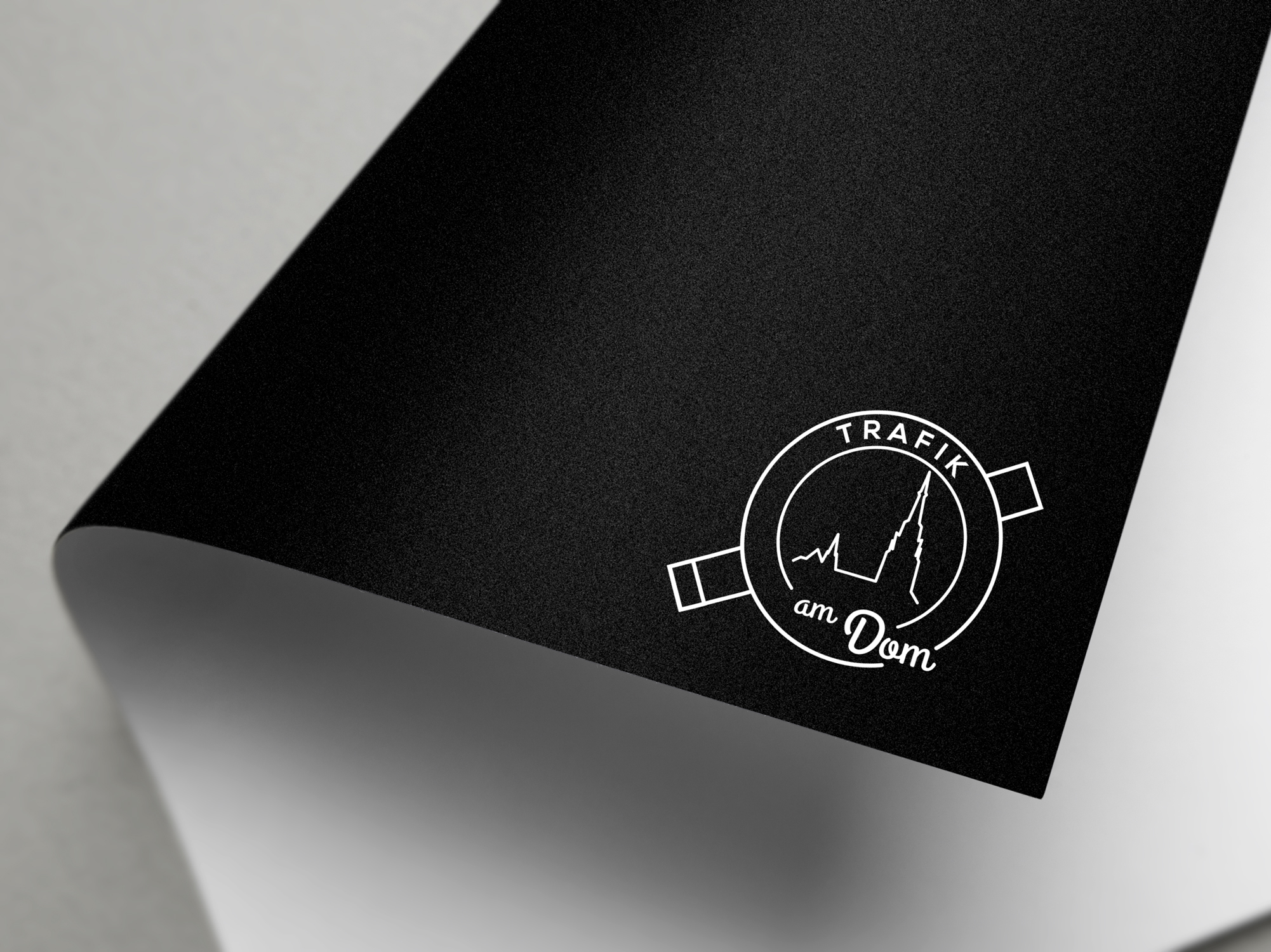 logo_trafik_am_dom_weiss